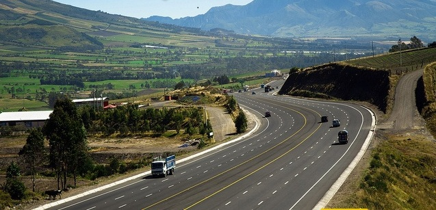 The construction of roads and highways is a visible embodiment of the changes in Ecuador; Source: El Ciudadano