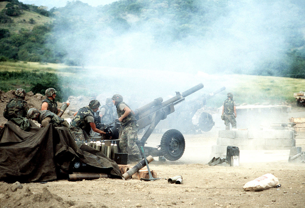 1024px-M102_howitzers_during_Operation_Urgent_Fury
