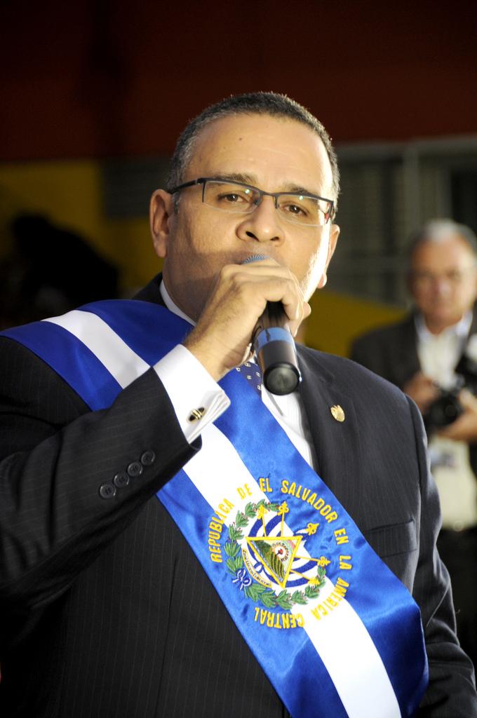 """Image by: Presidencia de la República del Ecuador, """"Mauricio Funes,"""" Flickr Creative Commons"""