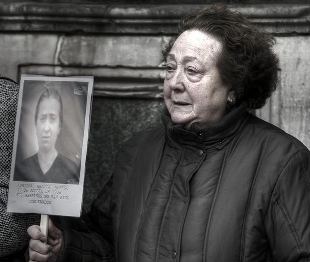 """Por: Javi. """"Verdad, justicia y reparación"""" Granada, España 2009. Tomado en: https://www.flickr.com/photos/javism/4600517369"""