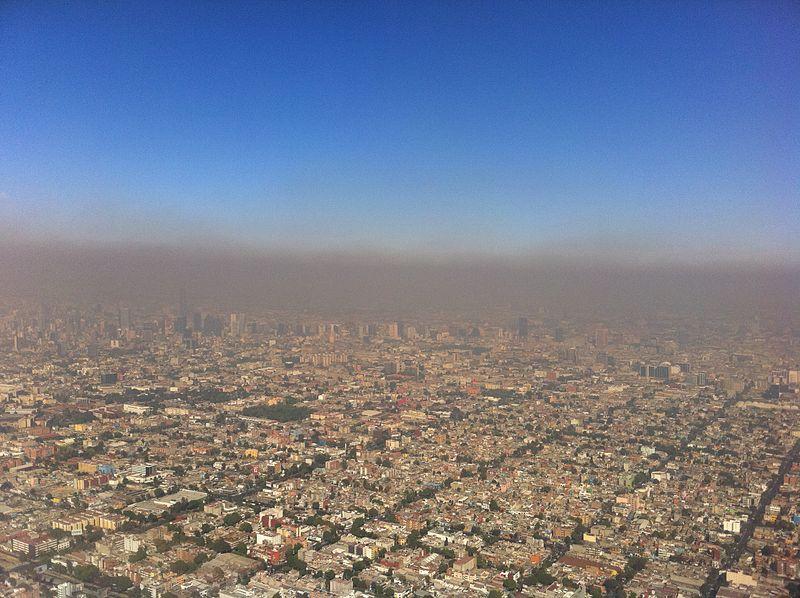 800px-AerialViewPhotochemicalSmogMexicoCity_2