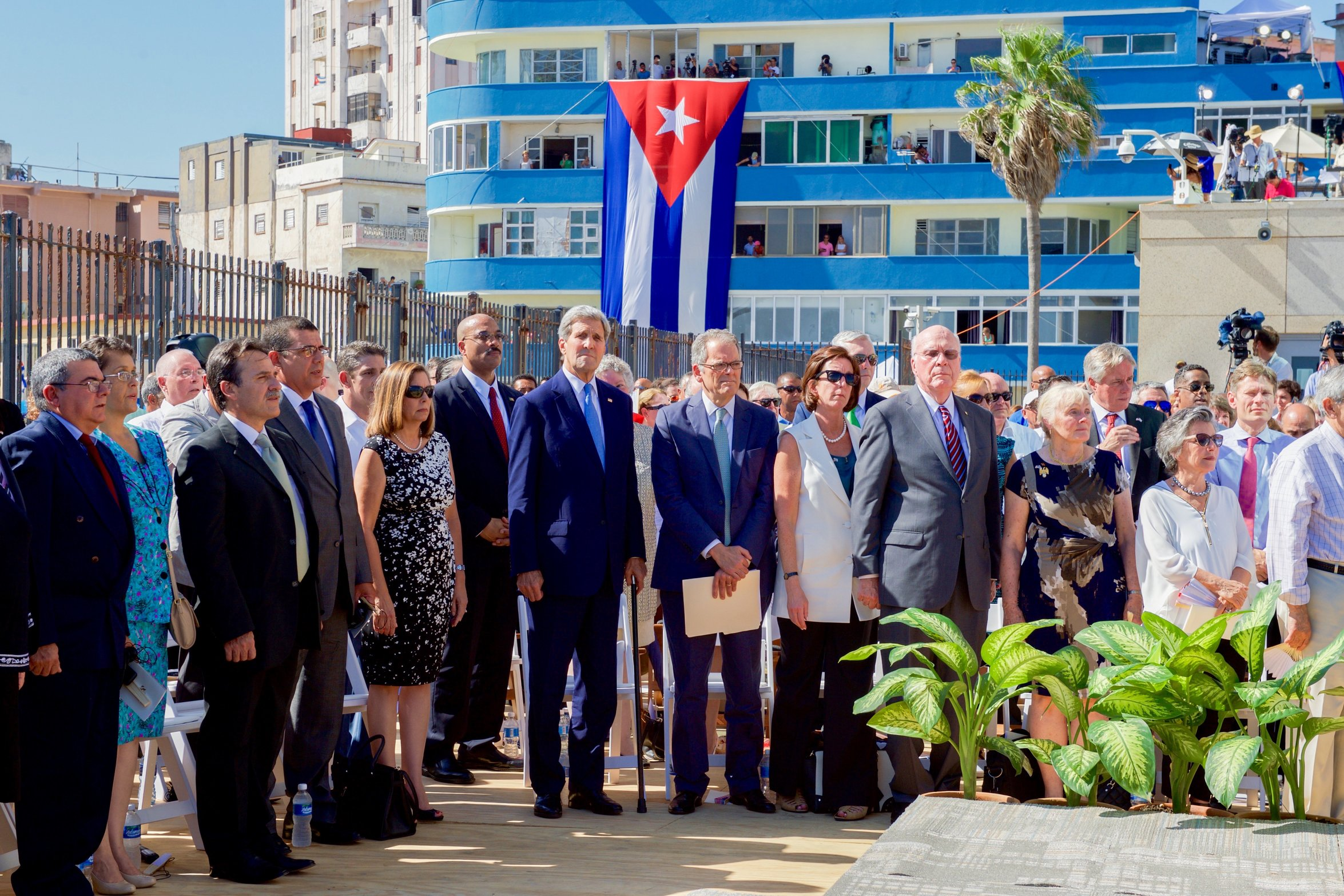 rsz_secretary_kerry_stands_for_the_cuban_national_anthem_at_the_newly_re-opened_us_embassy_havana_20384510058